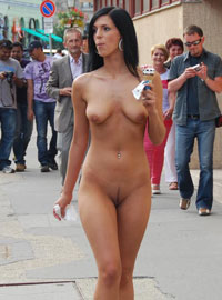 Public naked show by the seductive Alyssia