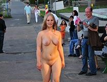 blonde kathi nackt draussen 3