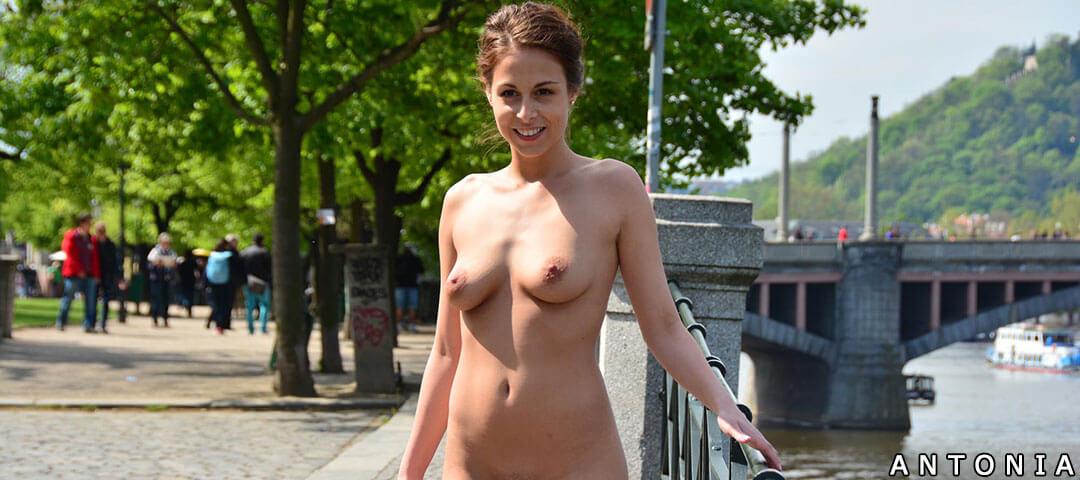 Antonia nude in public